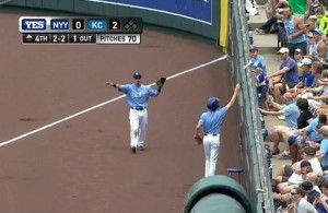 Royals-Ball-Boy-Gives-Away-Fair-Ball-Video