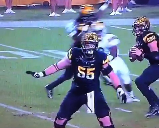 vine-arizona-state-ol-blocks-no-one-as-his-qb-gets-crushed