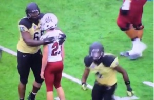 vine-umass-kicker-misses-easy-fg-gets-hug-from-vanderbilt-player