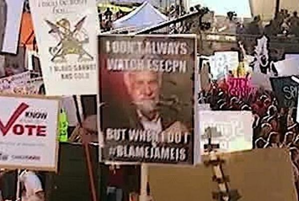 top-10-funniest-gameday-signs-from-florida-state-notre-dame-Dos-Equis-Guy