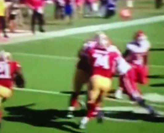 vine-chiefs-lb-dee-ford-runs-away-from-frank-gore-running-at-him
