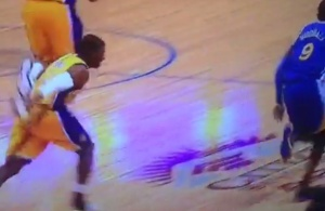 vine-lakers-g-ronnie-price-plays-defense-by-throwing-his-shoe